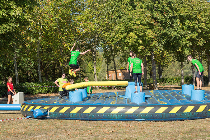 course obstacle gonflable faucheuse